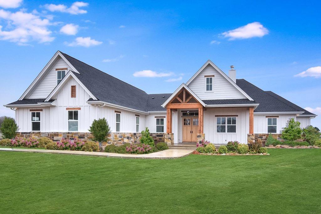 9089 Charter Oak Lane Property Photo