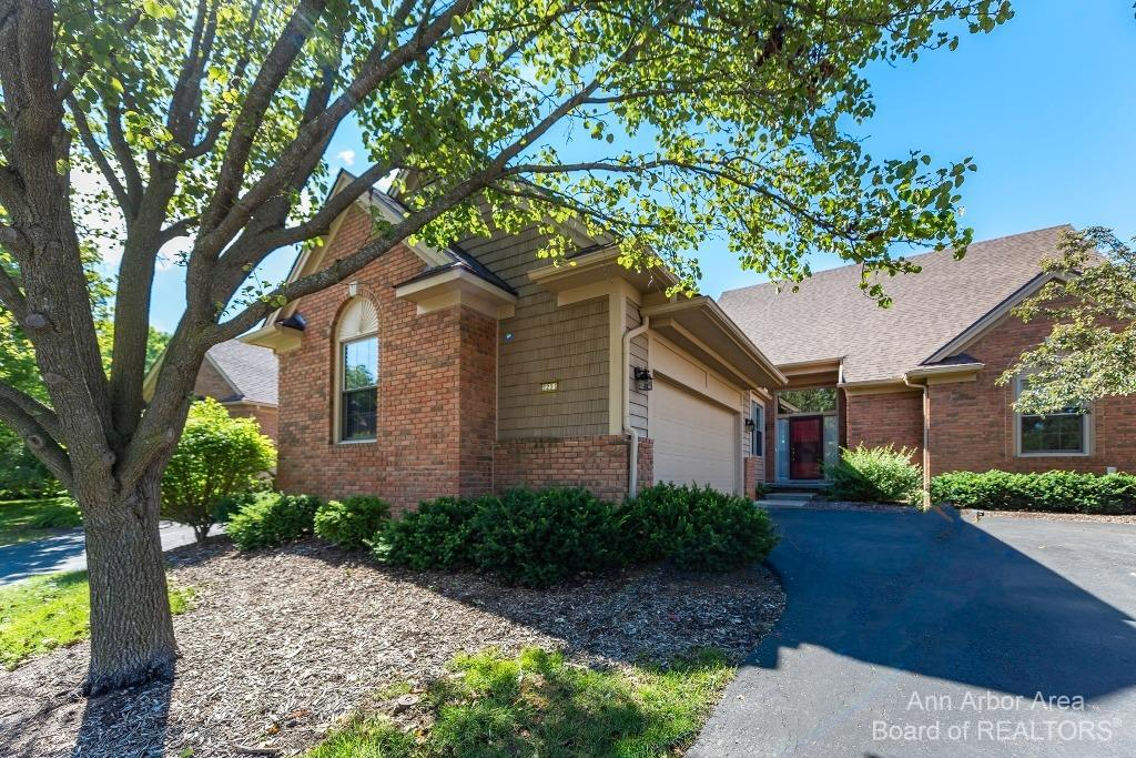 2231 Twin Islands Court Property Photo 1