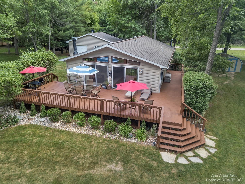 3861 Lakeshore Property Photo