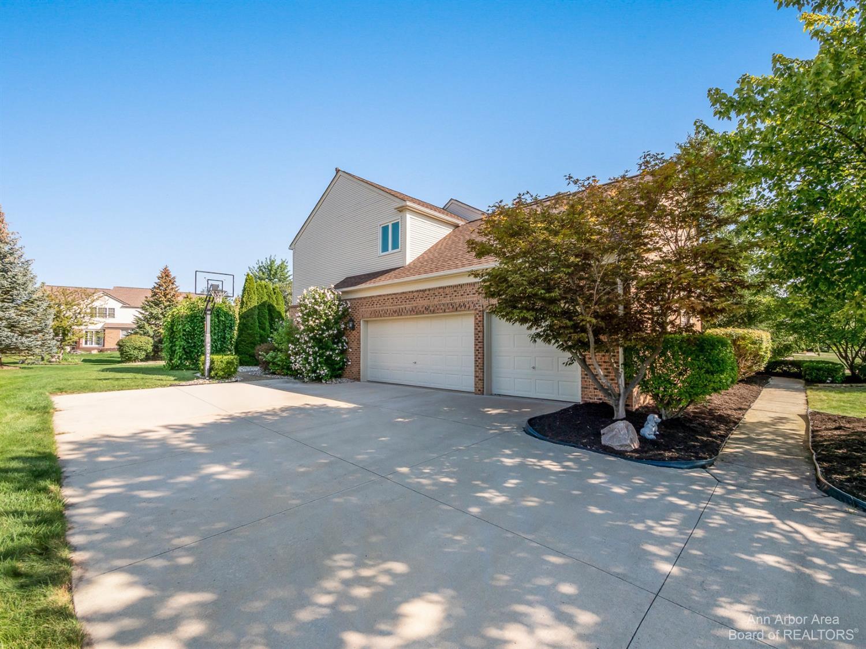 47546 Ashford Drive Property Photo 3
