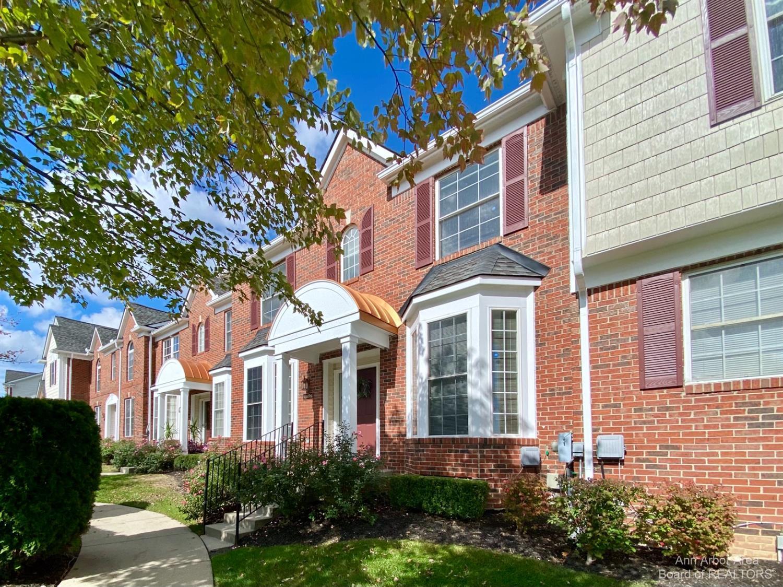 41698 Brownstone Property Photo