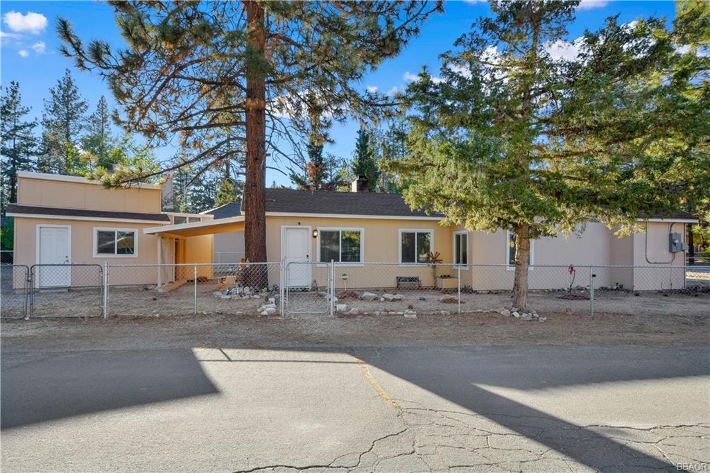 300 W North Shore Drive Property Photo