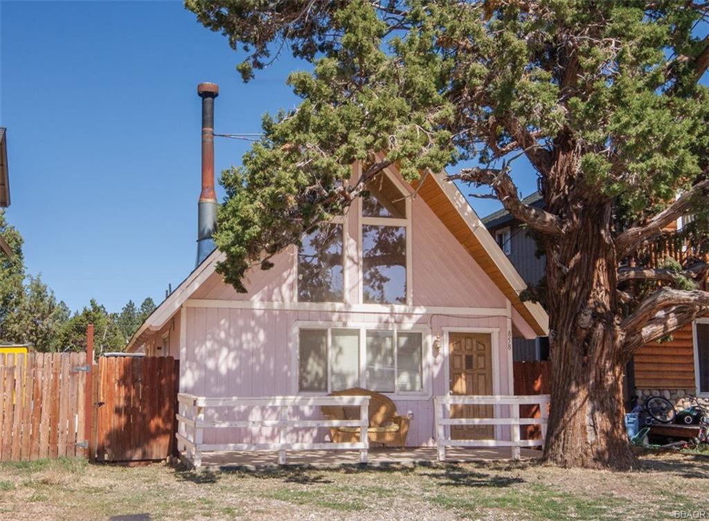 858 Pine Lane Property Photo