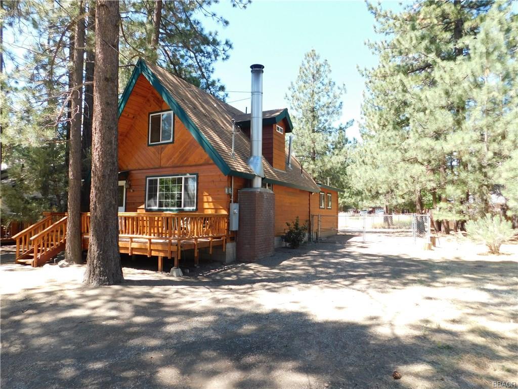 1033 Sierra Avenue Property Photo
