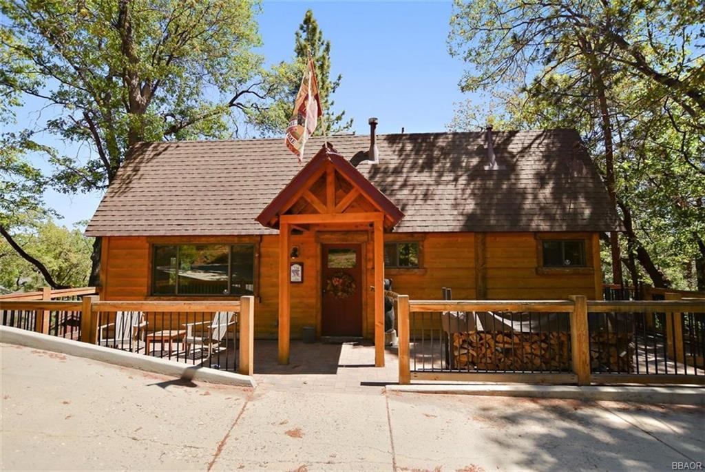 534 Villa Grove Avenue Property Photo 1