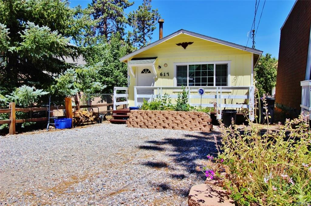 617 Vista Avenue Property Photo - Sugarloaf, CA real estate listing