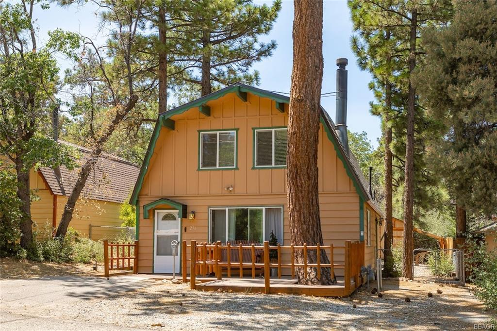 256 Wabash Lane Property Photo - Sugarloaf, CA real estate listing