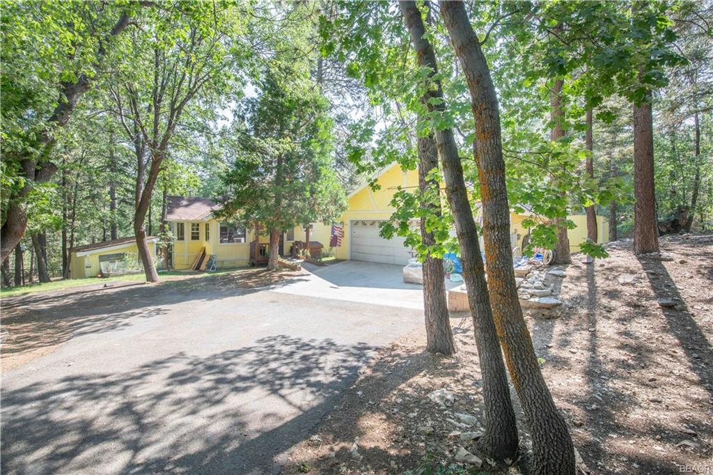 869 Oriole Drive Property Photo