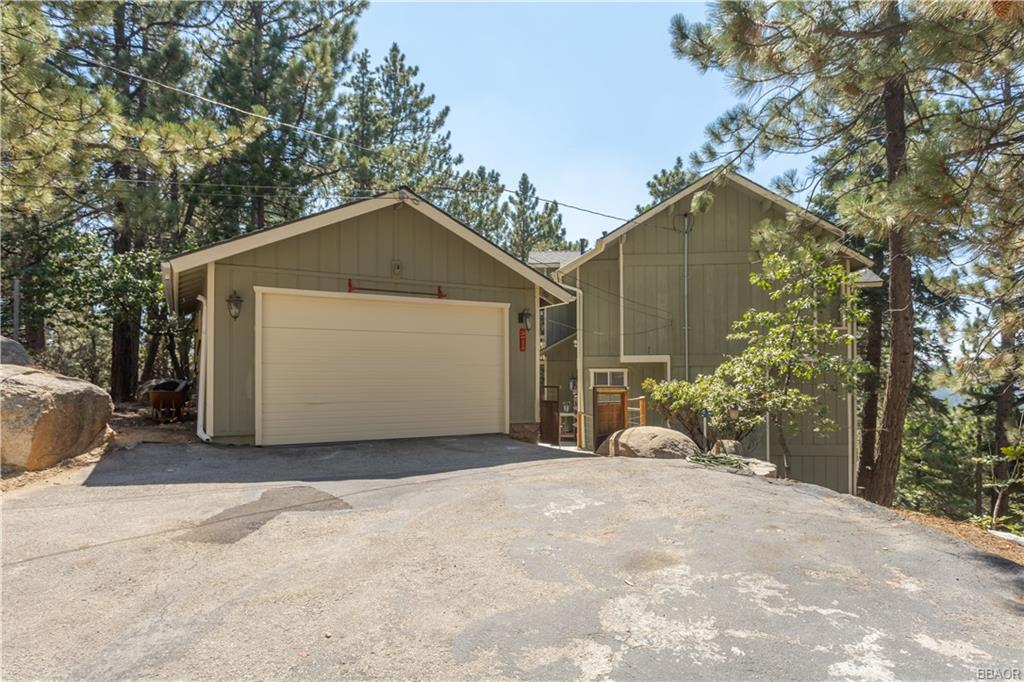 2590 Valkyrie Drive Property Photo - Running Springs, CA real estate listing