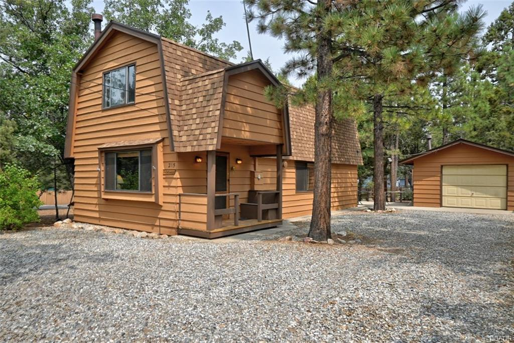 215 W Wabash Lane Property Photo - Sugarloaf, CA real estate listing