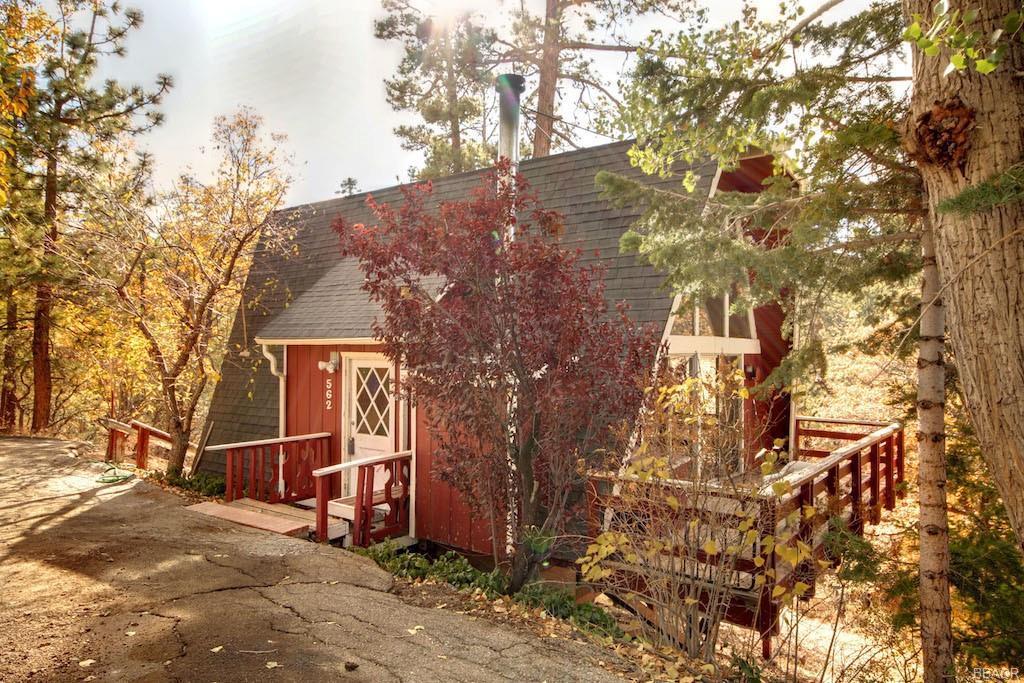 562 Villa Grove Avenue Property Photo