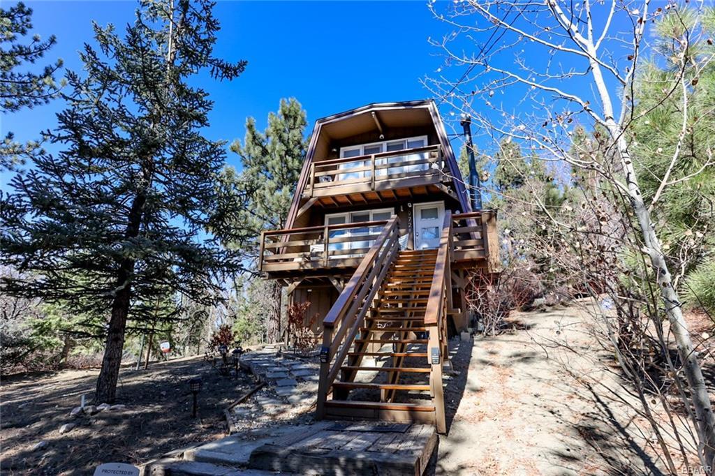 972 Villa Grove Avenue Property Photo