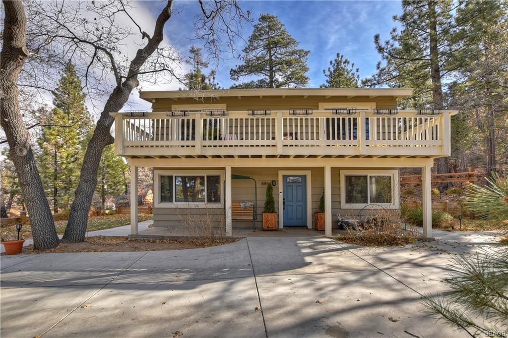 885 Villa Grove Avenue Property Photo
