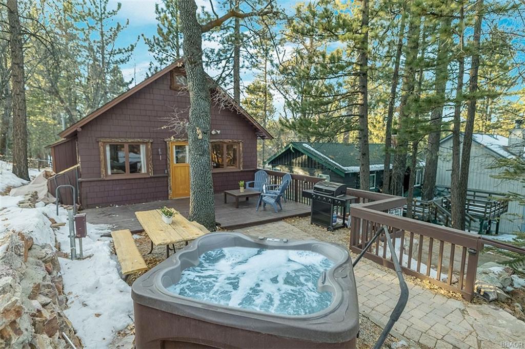 868 Highland Lane Property Photo