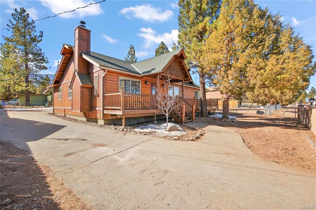2216 State Lane Property Photo