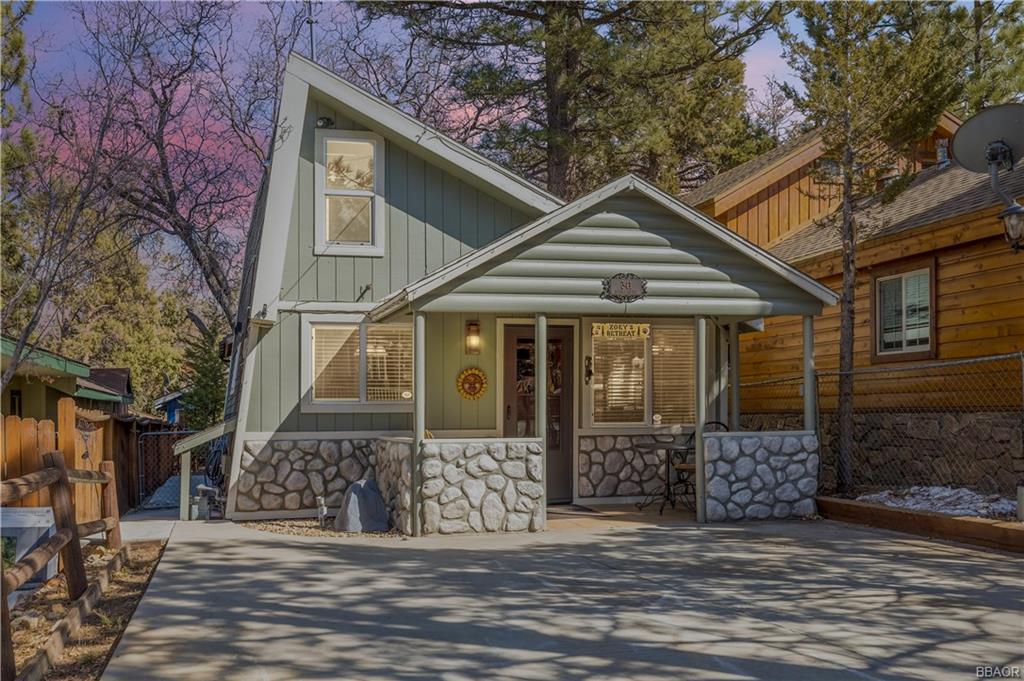 341 Santa Barbara Avenue Property Photo