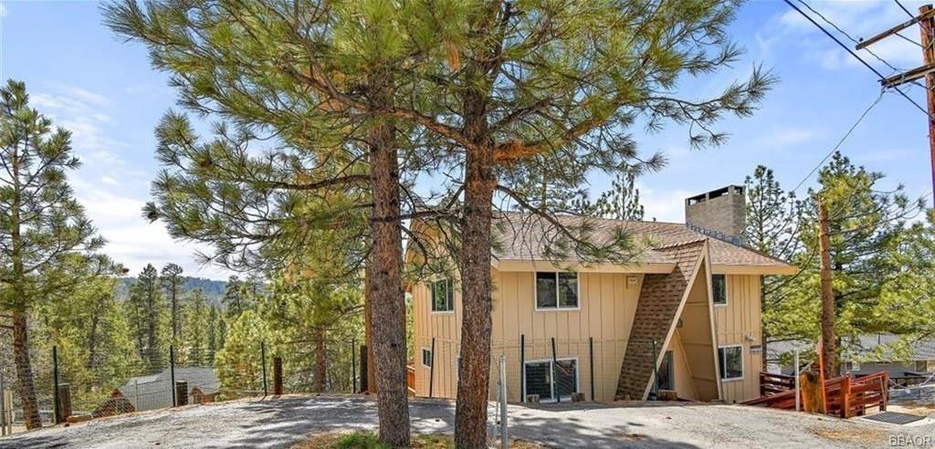 490 Vista Lane Property Photo 1