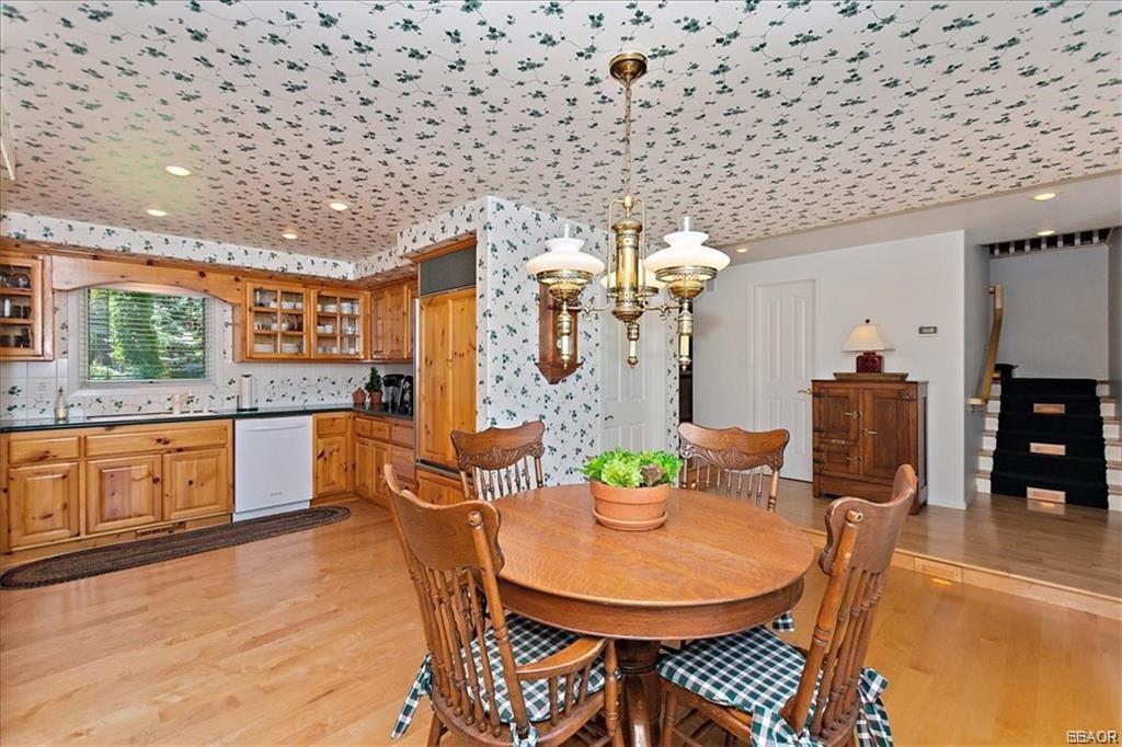 239 North Eureka Drive Property Photo 10