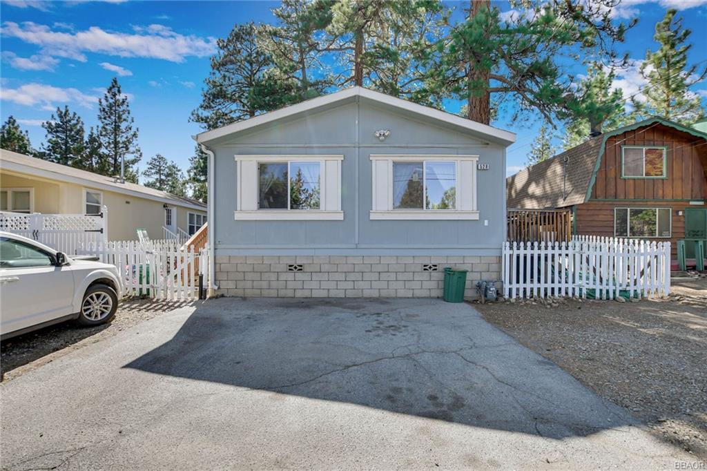 528 Pine Lane Property Photo