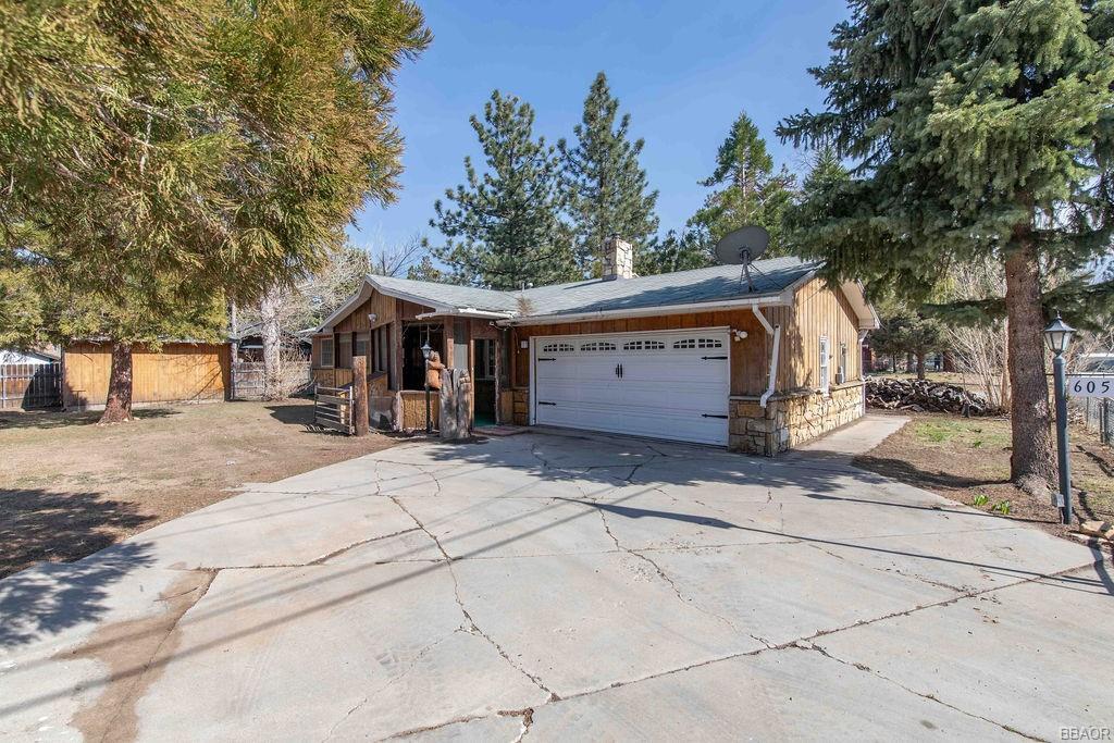 605 Santa Barbara Avenue Property Photo 1
