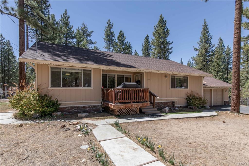 1001 Mountain Lane Property Photo 1