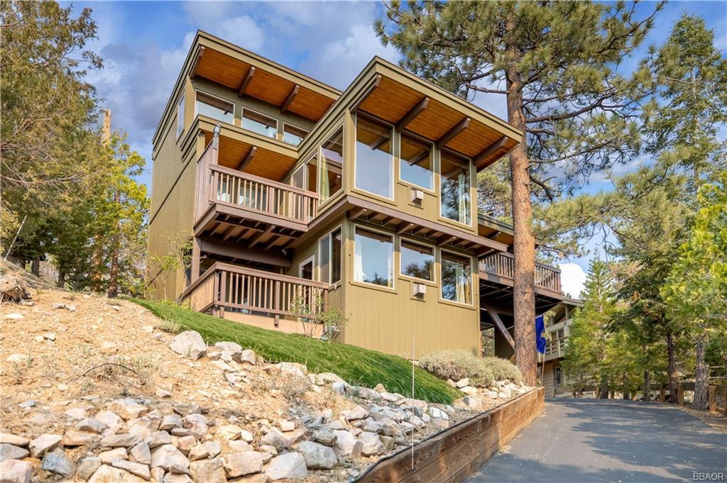 43674 Ridge Crest Drive Property Photo 1