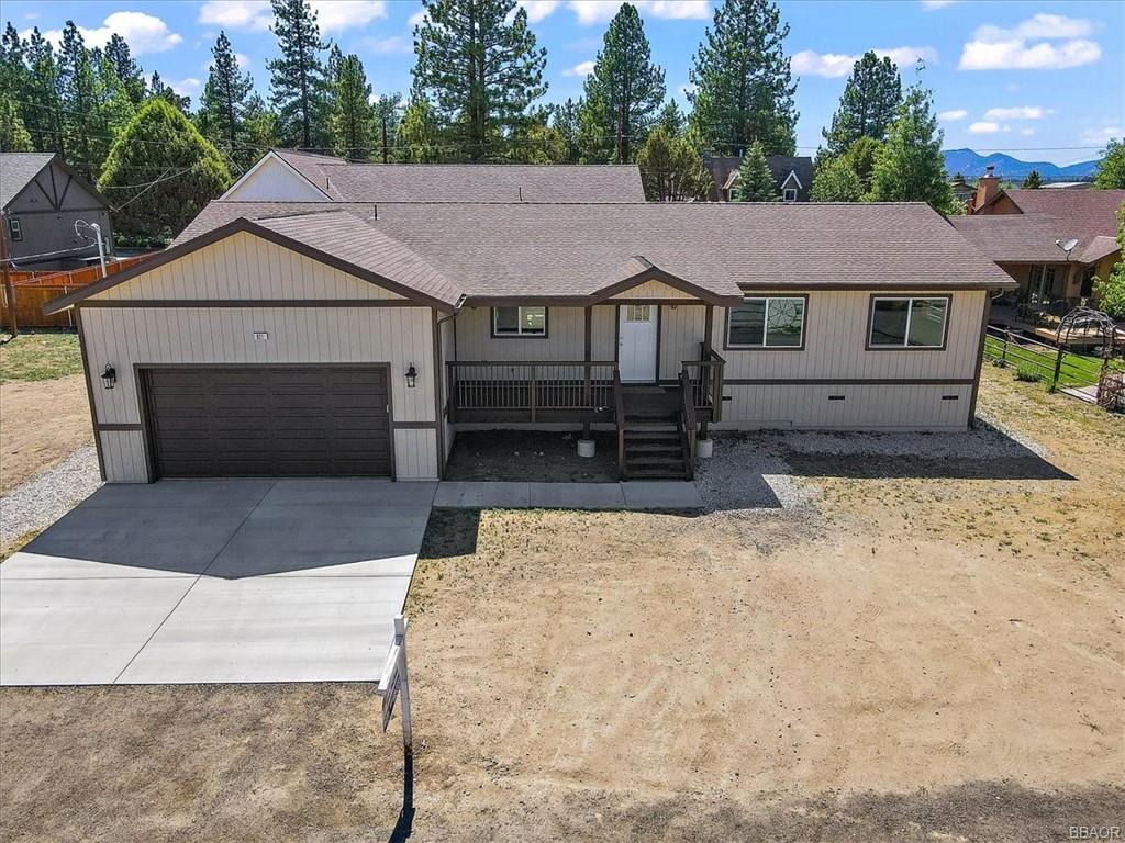 821 E Lane Property Photo 1