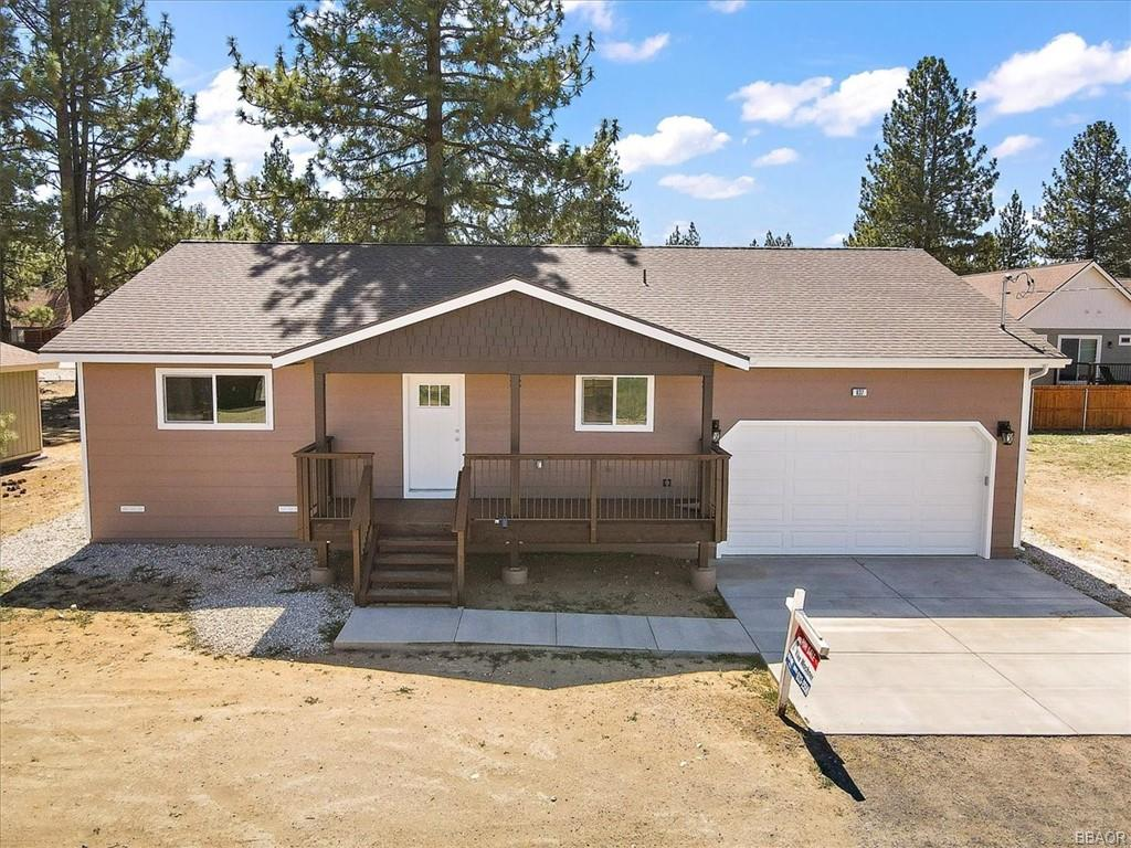 837 E Lane Property Photo 1