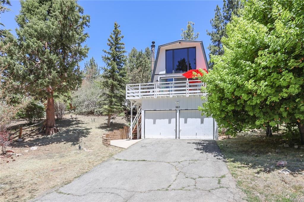 962 Villa Grove Avenue Property Photo 1