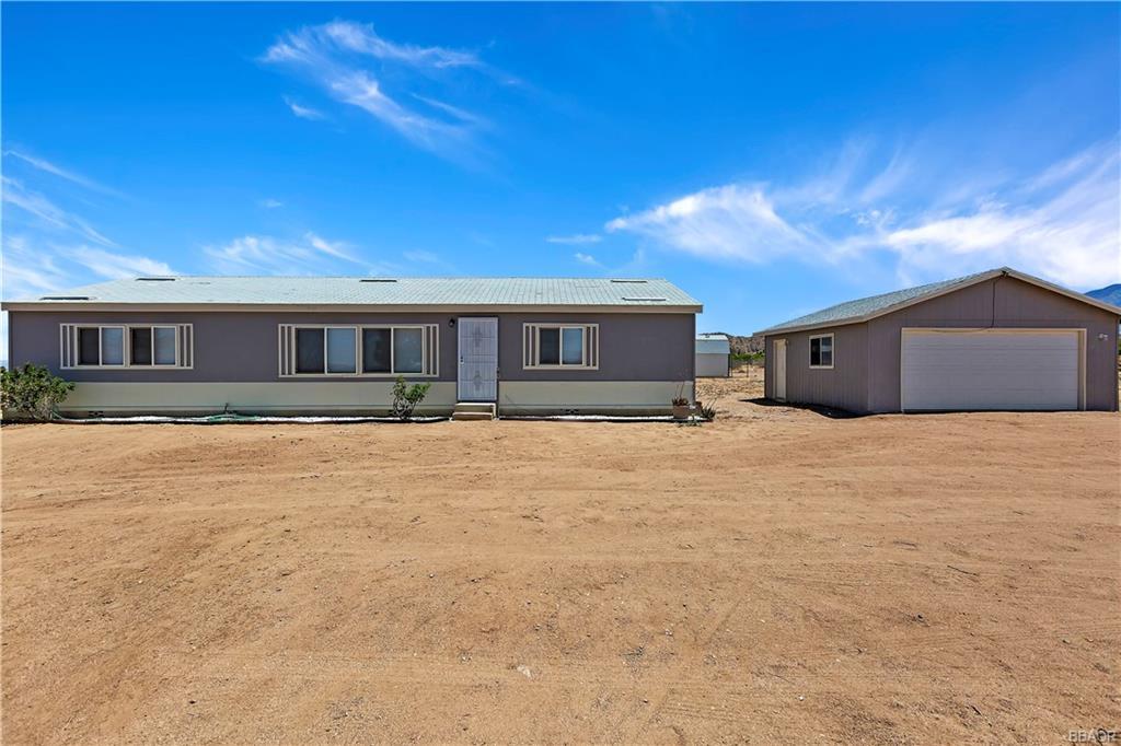 9429 Custer Avenue Property Photo