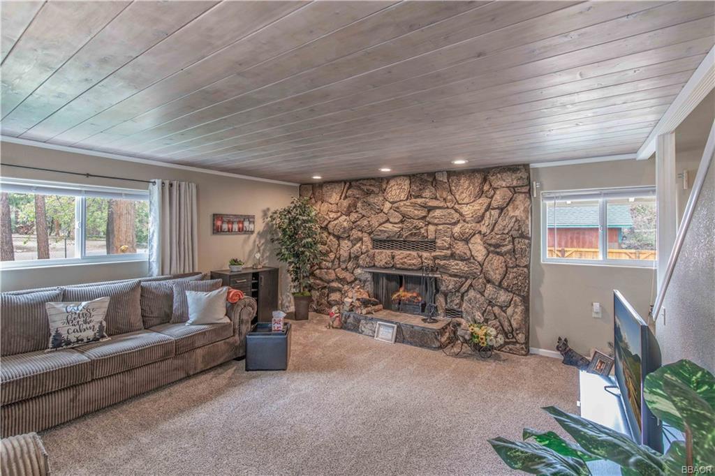583 Maple Lane Property Photo