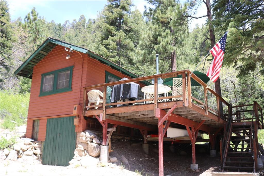 211 Pine Oak Drive Property Photo