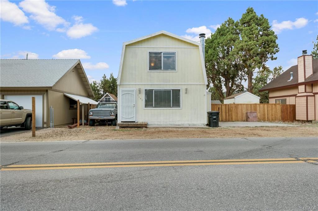 2141 State Lane Property Photo 1