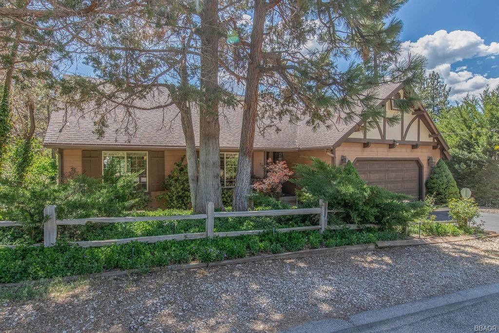 1040 Mount Whitney Drive Property Photo 1