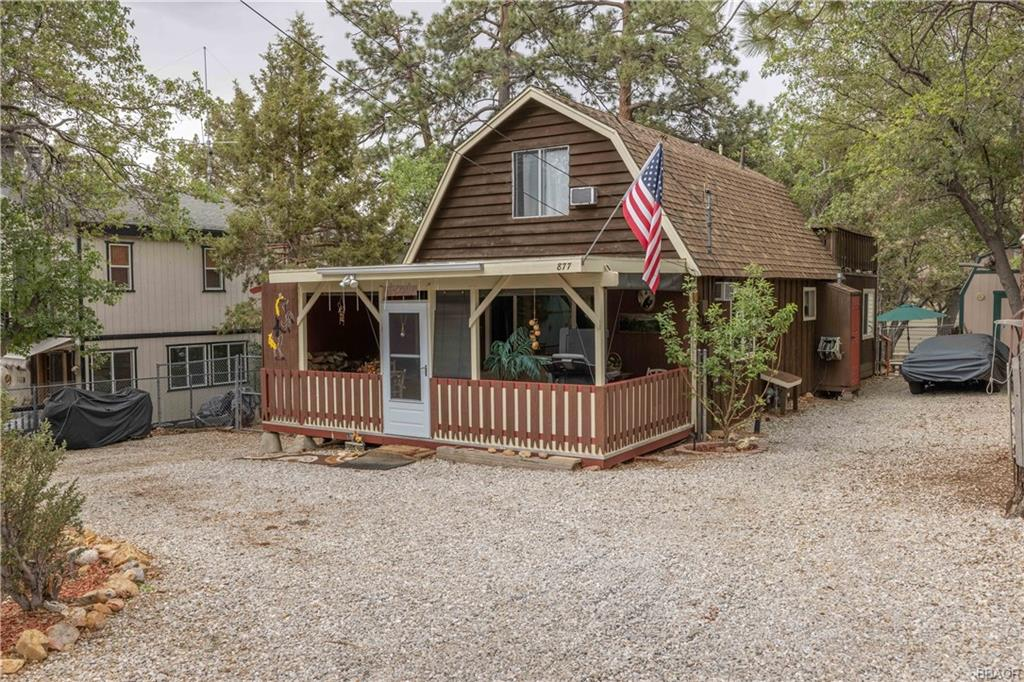877 Leonard Lane Property Photo