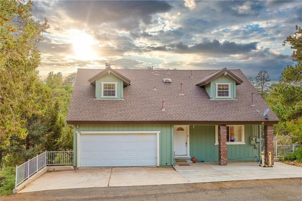 596 Villa Grove Avenue Property Photo 1
