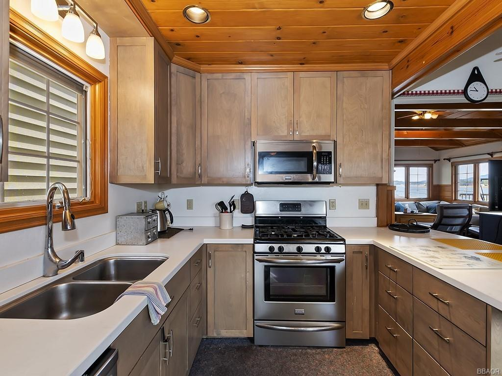 38640 North Shore Drive Property Photo 8
