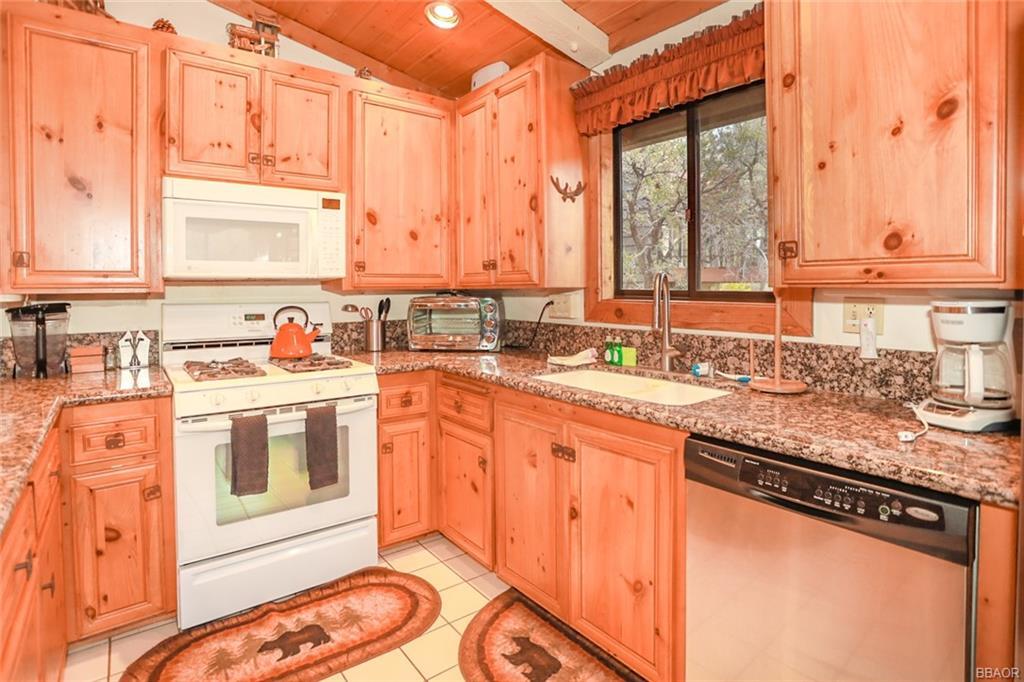 43766 Yosemite Drive Property Photo 11