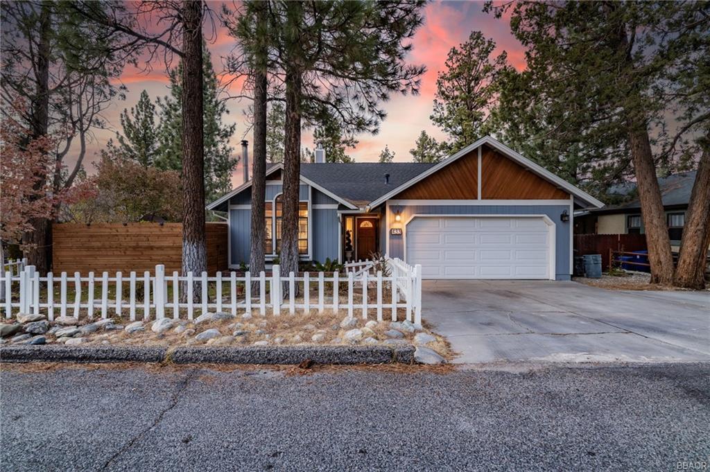 433 East Mountain View Boulevard Property Photo 1