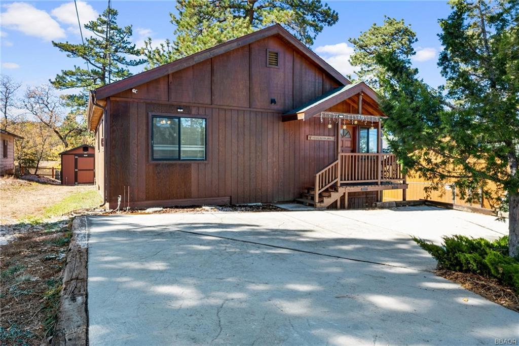 630 Villa Grove Avenue Property Photo 1
