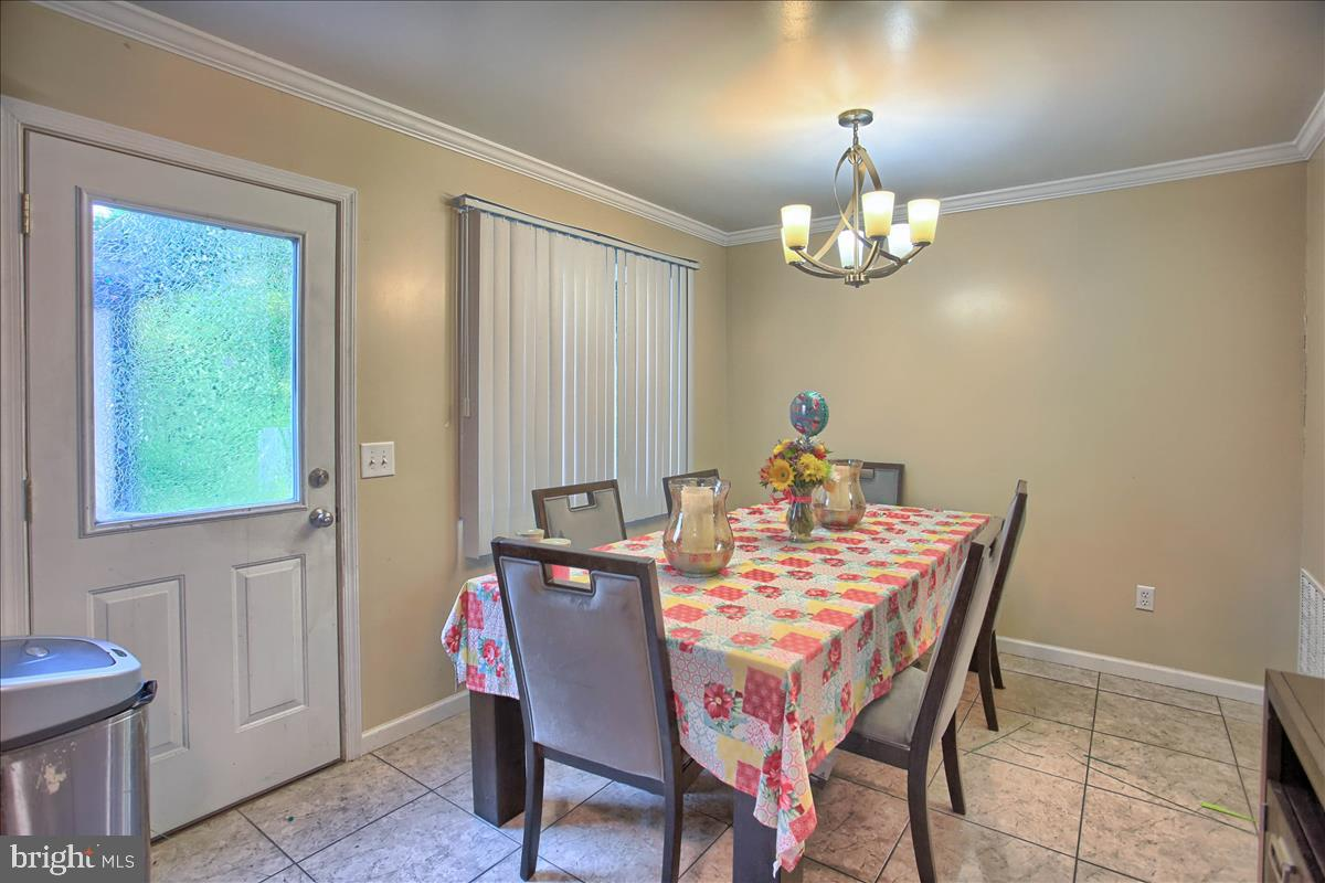 2407 Brown Street Property Photo 4