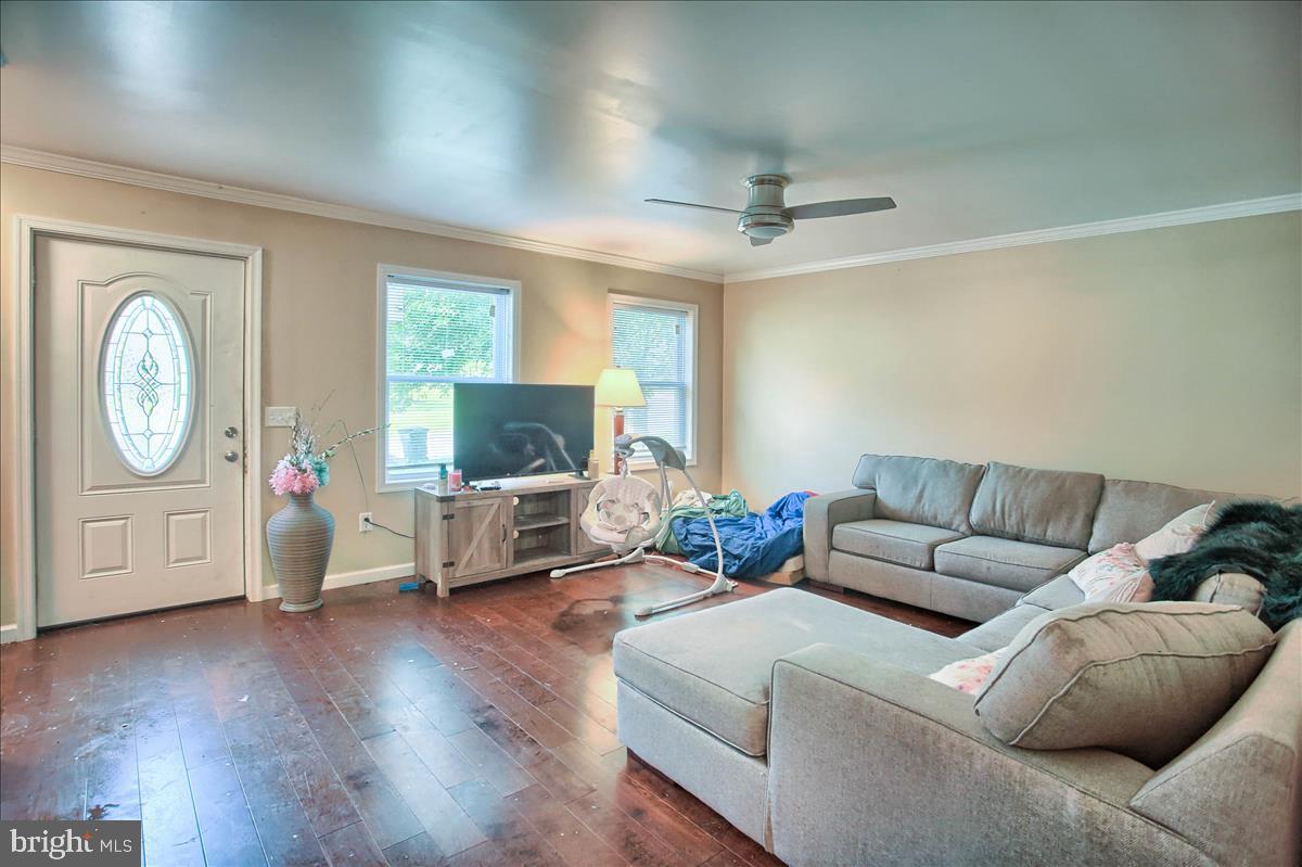 2407 Brown Street Property Photo 10