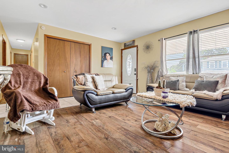 743 Chambers Street Property Photo 4