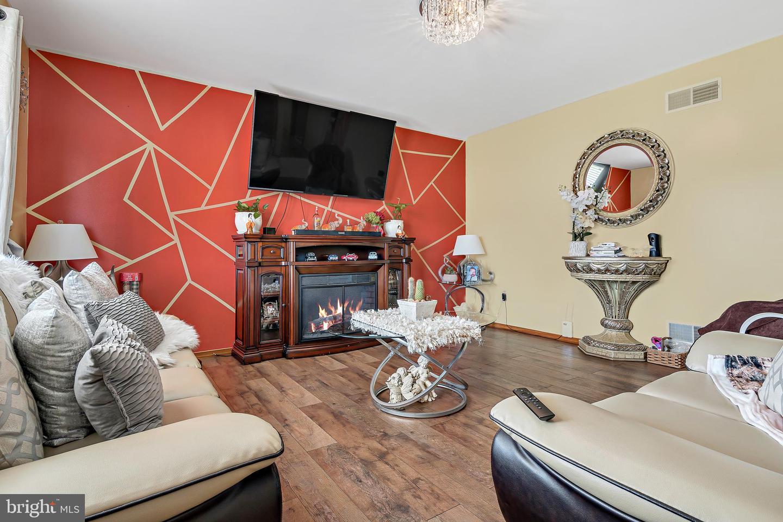 743 Chambers Street Property Photo 5