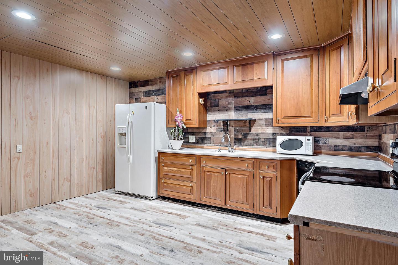 743 Chambers Street Property Photo 17