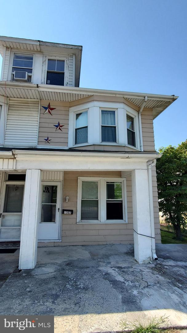 1302 BANNISTER STREET Property Photo 1
