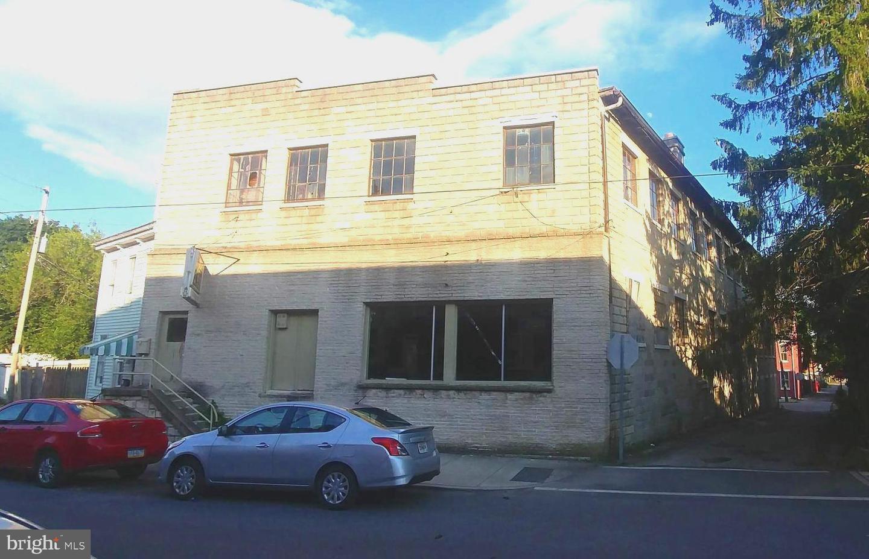480 SALEM AVENUE Property Photo 1
