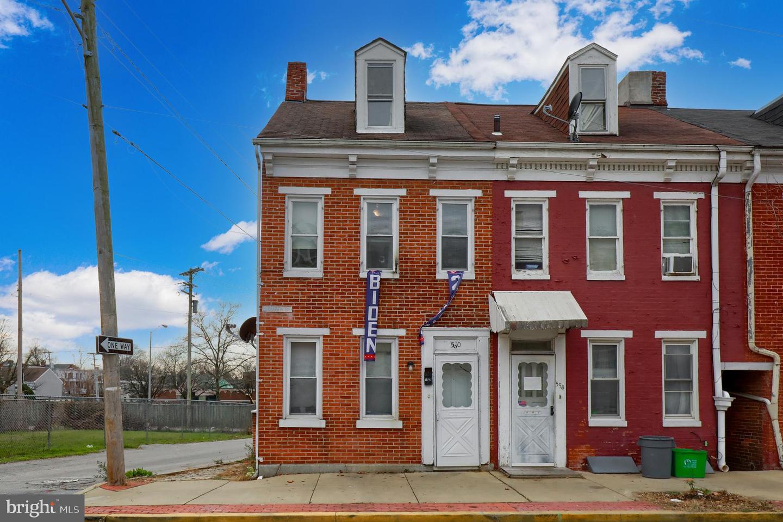 560 S QUEEN STREET Property Photo 1