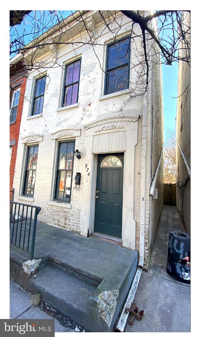 574 W PHILADELPHIA STREET Property Photo 1