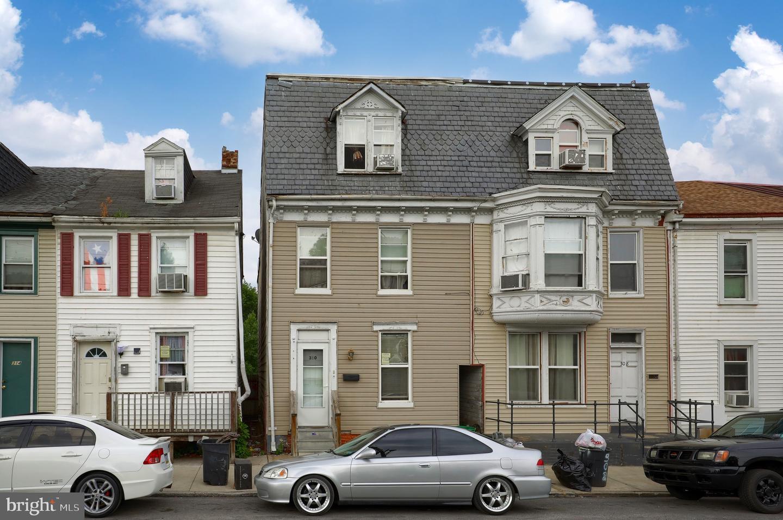 310 S PERSHING AVENUE Property Photo 1